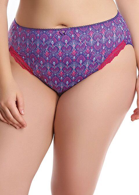 woman wearing a plus size knickers